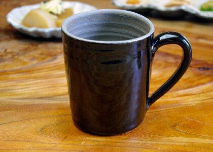 【父の日・名入れ】【ノーマルタイプ】名入れ込み漆黒ブラックビアジョッキ男性好みです。益子焼き窯元直送和食器ならでは温もり溢れる和風の器です。陶器のビアカップ(ジョッキ)はメッセージが入ります。(名入り・名入)
