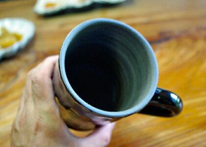【父の日・名入れ】名いれ込み漆黒ブラックビアジョッキ男性好みです。益子焼き窯元直送和食器ならでは温もり溢れる和風の器です。陶器のビアカップ(ジョッキ)はメッセージが入ります。(名入り・名入)