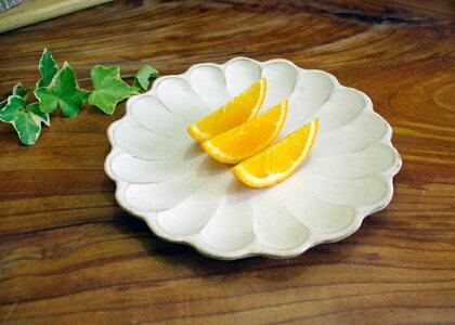 【父の日・名入れ】kinariお花の形のリンカプレート輪花皿(小)かわいいお花の形の北欧風小皿(Φ16cm)、小皿/和食器/シンプル小皿/白い小皿/醤油小皿/漬物小皿【益子焼わかさま陶芸】