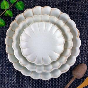 kinariお花の形の輪花皿ギフトセットリンカ大皿中皿小皿3点セット送料無料プレート和食器北欧和皿おしゃれかわいいナチュラルモダン白花形花名入れギフト結婚祝い内祝い父の日母の日敬老の日贈答品プレゼント(ss)