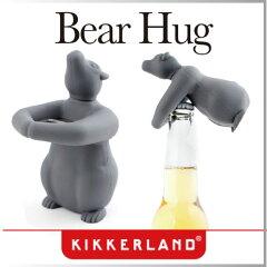 かわいいクマがハグしているようなデザインの栓抜き。使わない時もキッチンのインテリアに。ビ...