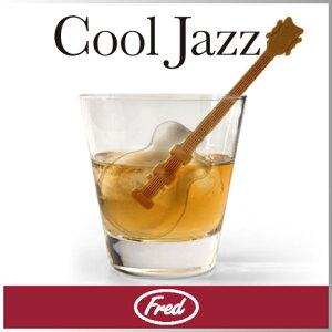 ギターの形が作れるアイストレー!ネックス部分はマドラーの役割にも。ギター型アイスを片手に...
