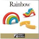 まるでオブジェのようなカラフルな虹の正体は蛍光ペン。いろいろな形に組み替えられるのでデス...