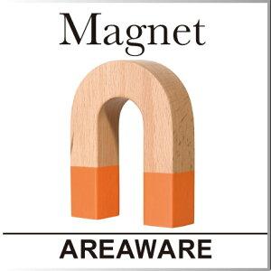 見た目のそのまま、わかりやすいデザイン。木製の磁石。クリップを無造作につけて、クリップホ...