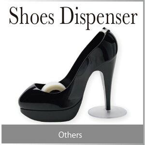 本物の靴に見間違えるほどシルエットが綺麗な黒のシューディスペンサーは、ヒールの高さが約10c...
