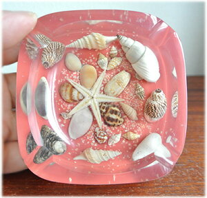 貝殻入り灰皿(レッド)
