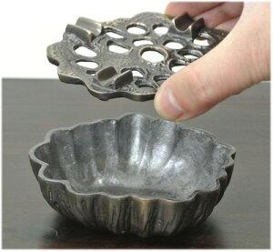 アルミ製の蓮の実の灰皿
