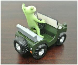 四駆車に乗るカエル
