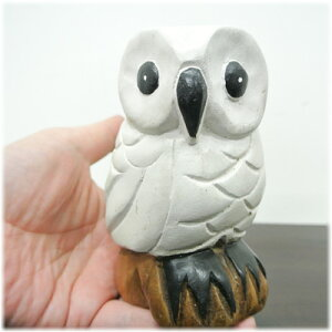 木彫り白いフクロウ