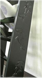 サメの彫刻入りスリッパラック