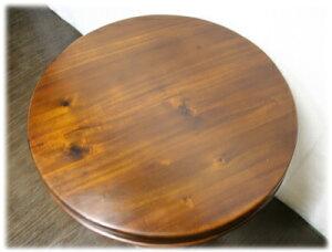 丸いカフェテーブル