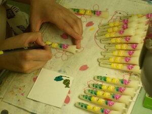 絵付け師による手描きです。