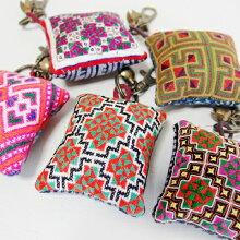 モン族刺繍ピンクッションチャームキーホルダーバッグチャームモン族の民族衣装の古布を使った素敵なチャーム手刺繍アップリケ針山