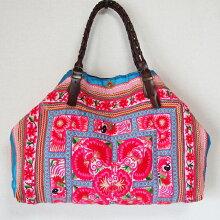 【送料無料】モン族ヴィンテージバッグ468モン族手刺繍が素晴らしい「ねんねこ」をリメイクしたバッグです。希少な状態のよいアンティーク布を使った一点ものトートバッグショルダーバッグ少数民族の手仕事