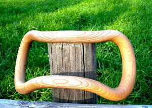 けやきの木目の美しさとなめらかな肌ざわりは、使えば使うほど手に馴染み艶が出ます。体にやさしい木製品です。【ポイント10倍】【送料・代引き無料】 ウェーブストレッチリング けやき製