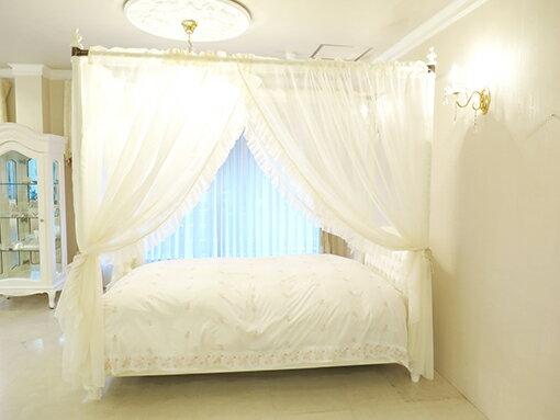 ウエストハウスギャラリー『プリマベーラ天蓋ベッド』