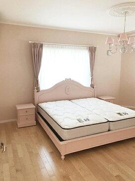 ★New!★輸入家具 オーダー家具 レディメイ キングサイズベッド オードリーリボンとバレーシューズの彫刻 バービーピンク色