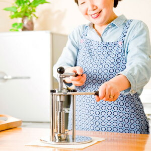 【キッチン用品】家庭用油しぼり機 SHIBORO2 送料無料 油絞り機 手動式の油しぼり機 搾…