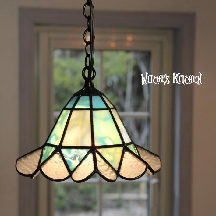 ウィッチーズキッチン の ステンドグラス 照明