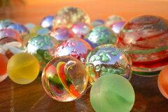 サイズバリエーション豊かな人気のオリジナルビー玉セットガラスのビー玉35個セット(蓄光タイプ...