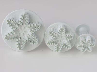 雪の結晶モチーフのクッキー型セットです。大中小あるので、アイシングなどデコレーションしてクリスマスプレゼントにいかがでしょうか?