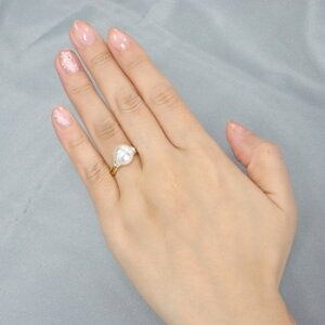 「真珠を包む3石のダイヤリング枠(指輪金具)(K18)」(真珠用)