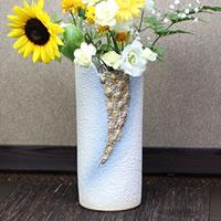 信楽焼 白砂金彩花器 癒しを感じさせる土味の壷 つぼ 花瓶 花器 陶器 花入れ 一輪挿し しがらき 陶器 インテリア やきもの 焼き物 ha-0182