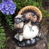 No. 10 with OWL raccoon! Shigaraki-yaki raccoon! And luck raccoon / pottery Tanuki and raccoon dog figurines / pottery / while big Shine / pottery / Pom / raccoon / Shigaraki / Tanuki / OWL [ta-0018]