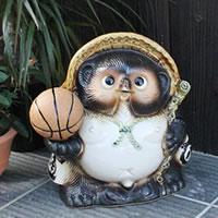 信楽焼 9号バスケットボール持ち狸 信楽焼たぬき 縁起物タヌキ 陶器タヌキ たぬき置物 やきもの 焼き物 しがらきやき 狸 タヌキ 信楽 ta-0170