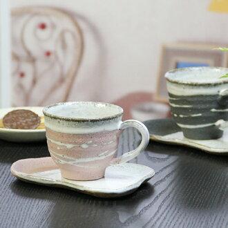 信長崎潔具咖啡杯子 / Shiosai (粉紅色) 咖啡碗盤咖啡的陶碗盤 / 陶器 / 儀器儀錶 / 咖啡杯子 / 碗菜 / 長崎 / 坐和漱口杯 / 茶杯 / 馬克杯 / 東西 / 餐具 / 閃耀甚至當