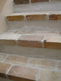 階段の段鼻、塀の笠木に大人気マロンブリックマグサ15mm