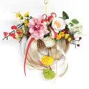 造花 ゴールドの水引に飾ったマムと椿の和洋折衷なお正月玄関飾り リース しめ縄 しめ飾り 玄関飾り シルクフラワー CT触媒