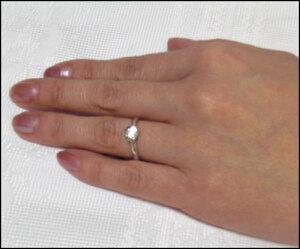 (世界一の輝き)ラザールダイヤモンドブライダルエンゲージリング・婚約指輪(プラチナ900)