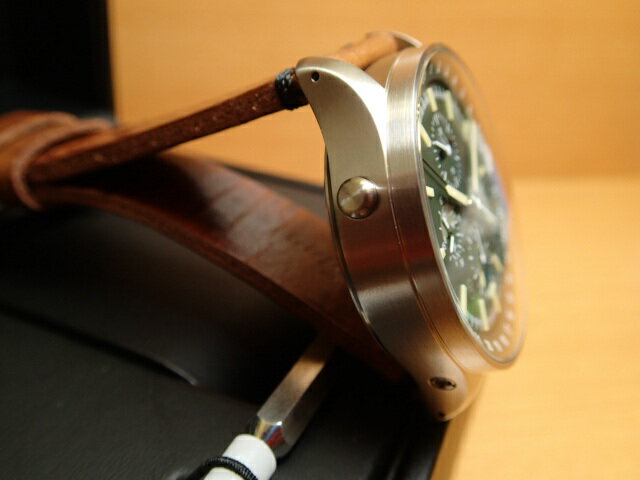 ジン腕時計Sinn3006分割払いもOKです。ムーンライト表示という複雑機能を持つジン社で初めての時計