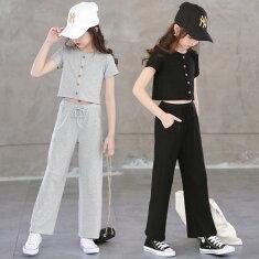 大人風ショート半袖Tシャツとストレッチパンツの上下セット、カジュアルなスタイルで相性抜群