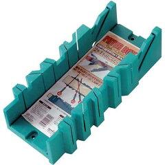 大工道具・鋸のマイターBOX他。鋸をガイドに合わせて切るだけでヨコ90・45・67.5度、ナナメ45...