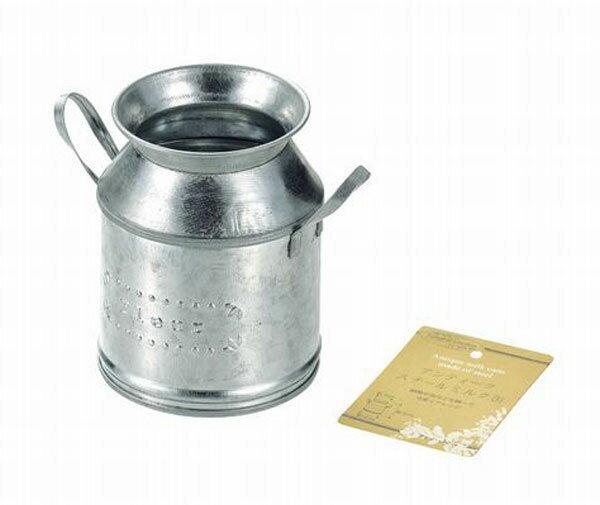 アンティークスチールミルク缶の写真