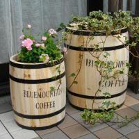 コーヒー樽(珈琲樽)そっくりのプランター(カバー)です。(CB-233040NS コーヒーバレルプランター S・L )の写真